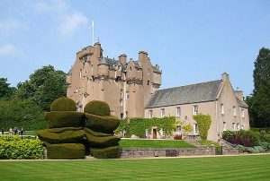 crathes-castle-fly-and-drive-scozia