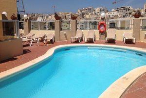 Hotel con piscina sull'isola di Malta