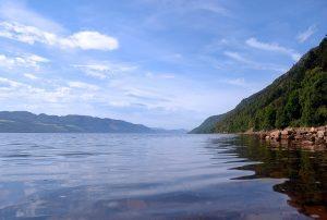 lago-loch-ness-scozia-in-treno