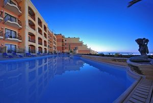 hotel-4-stelle-malta-piscina