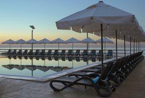 hotel-5-stelle-malta-piscina-esterna-westin-dragonara